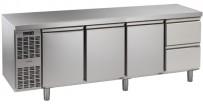 Kühltisch, 4 Abteile, steckerfertig, mit 3 Türen, 2 Schubladen 1/2 Korpushöhe: 650 mm, Tiefe: 700 mm