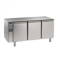 Kühltisch, 3 Abteile, zentralgekühlt, 3 Türen Korpushöhe: 650 mm, Tiefe: 700 mm